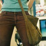 Как правильно носить сумку через плечо